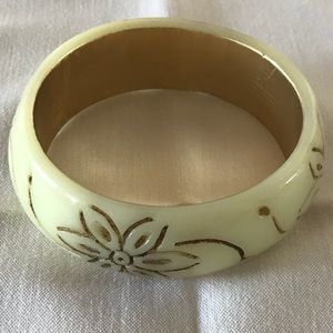 Jewelry - WHITE AND GOLD BRACELET WITH ENGRAVED FLOWERS!!